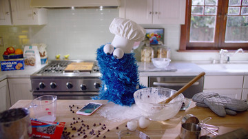 Hands-free Siri sets timer for Cookie Monster in Apple's new iPhone 6s ad