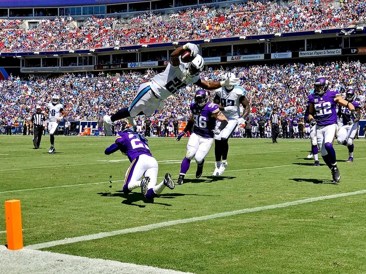 2016-0911-tennessee-titans-minnesota-vikings-game-iphone-7-plus-si537_tk1_02718_iphone