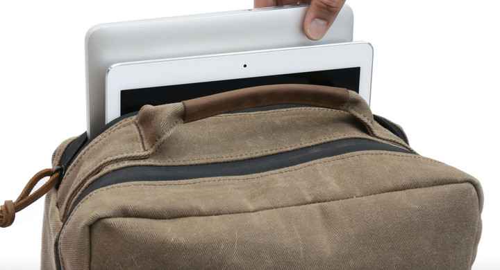 The additional zipper provides fast access to your laptop and tablet.