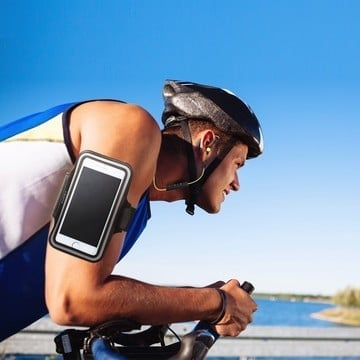Grab this AUKEY iPhone 7 Armband for Just $4