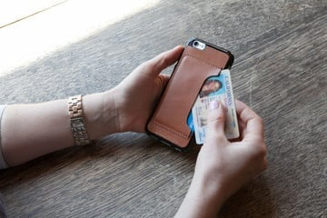 The DODOCase Leather CardCase for iPhone Offers Personalized Protection